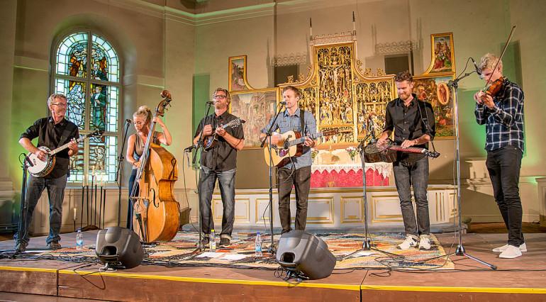 Downhill Bluegrass Band By Kyrka Slånkvicku