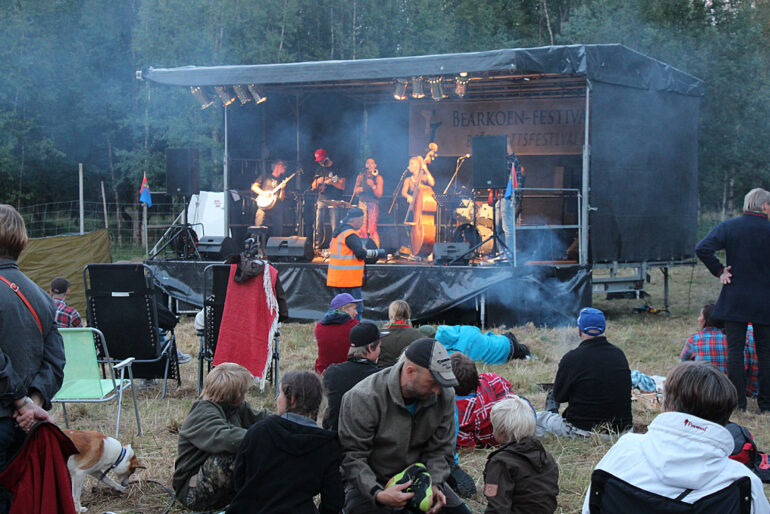 Maxida Märak and Downhill Bluegrass Band at Björkvattsfestivalen Bearkoen Festivaale Vapsten Sameby Tärnaby
